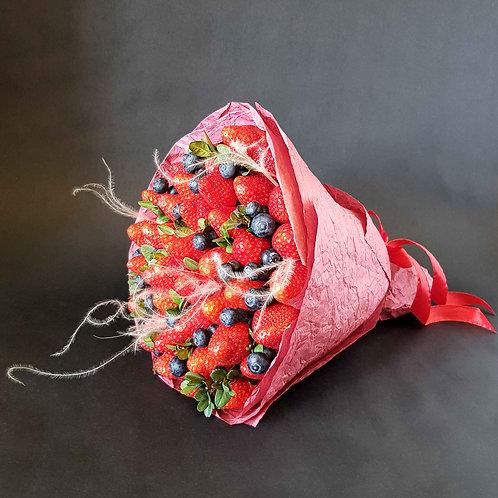 фруктовый букет из клубники и голубики