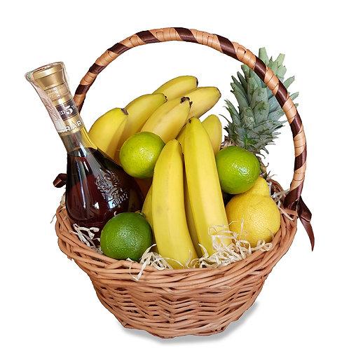 корзина с коньяком и фруктами