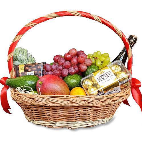 корзина с фруктами и шоколадом