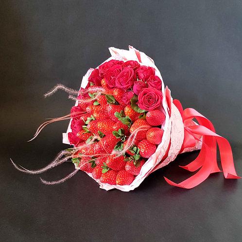 букет из фруктов клубника и розы