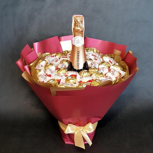 букет из конфет и шампанского