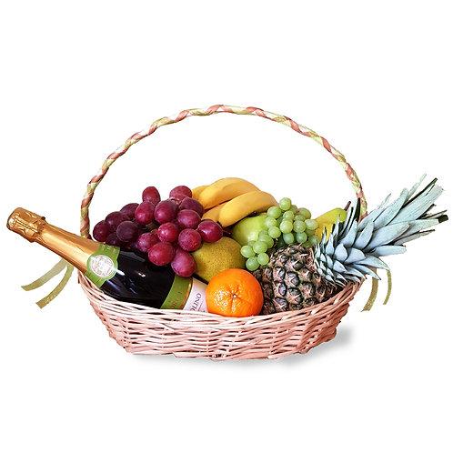 подарочная корзина с фруктами и шампанским