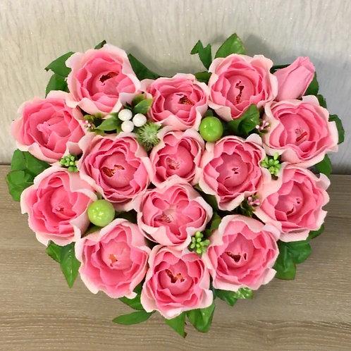 коробка с цветами и конфетами