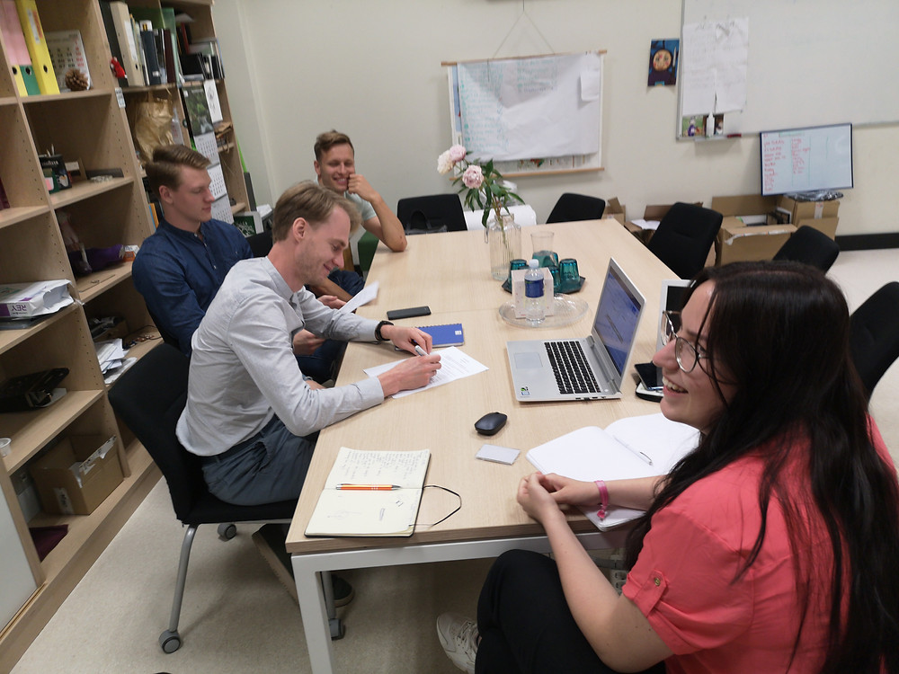 """""""Micromolds"""" team signing a manufacturing contract of 3D printed model"""