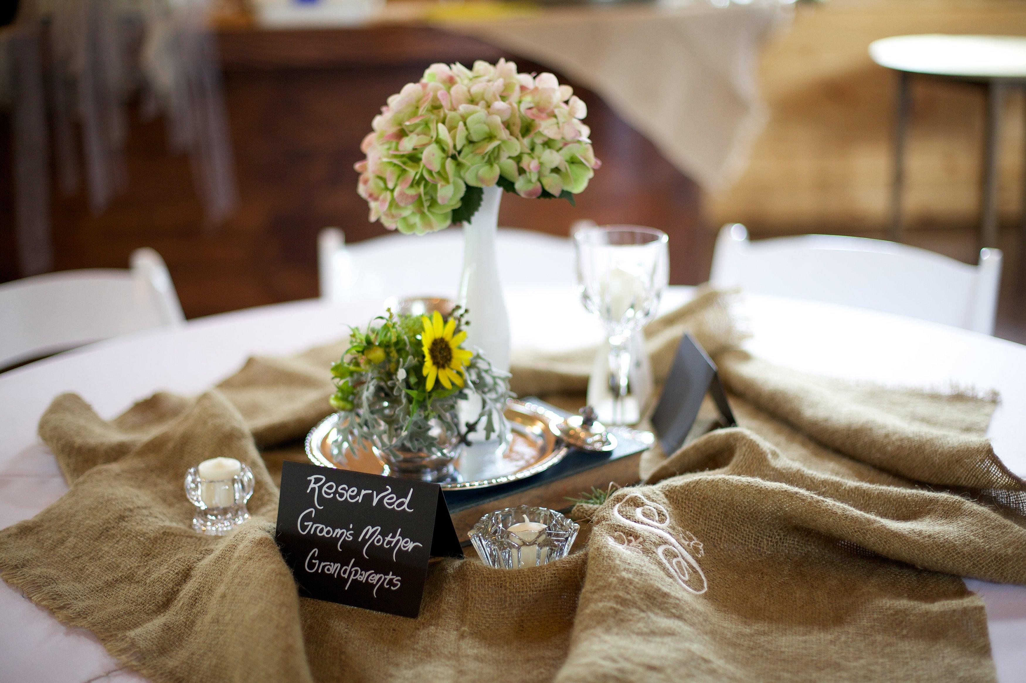 Burlap Round Table Overlays Suwanee Flower Delivery Atlanta Wedding Flowers Suwanee Flowers