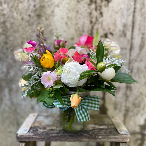 Gardeners Choice   Deluxe Pint with Peonies