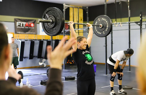 woman-lifting-barbell-crossfit-wooster_e