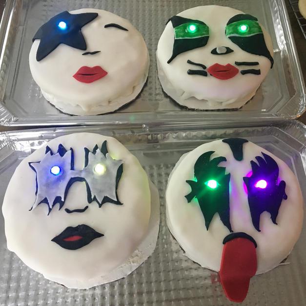 Kiss Cakes