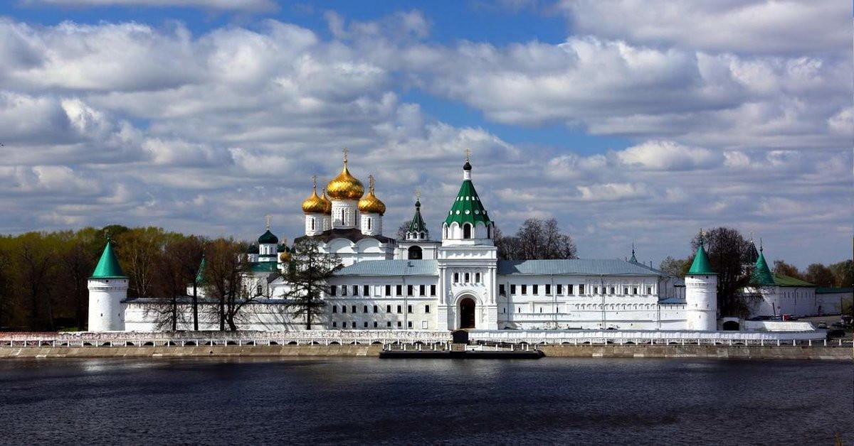 FORTRESS OF IPATIEVSKY MONASTERY