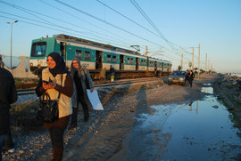 DaphHng-stopped-train.jpg