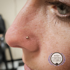 Nostril piercing Yellow Gold Star ade by Leroi