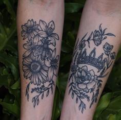 crown and bee floral_.jpg