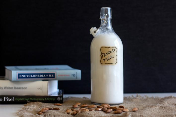 Homemade Almond Milk (Super Easy!)