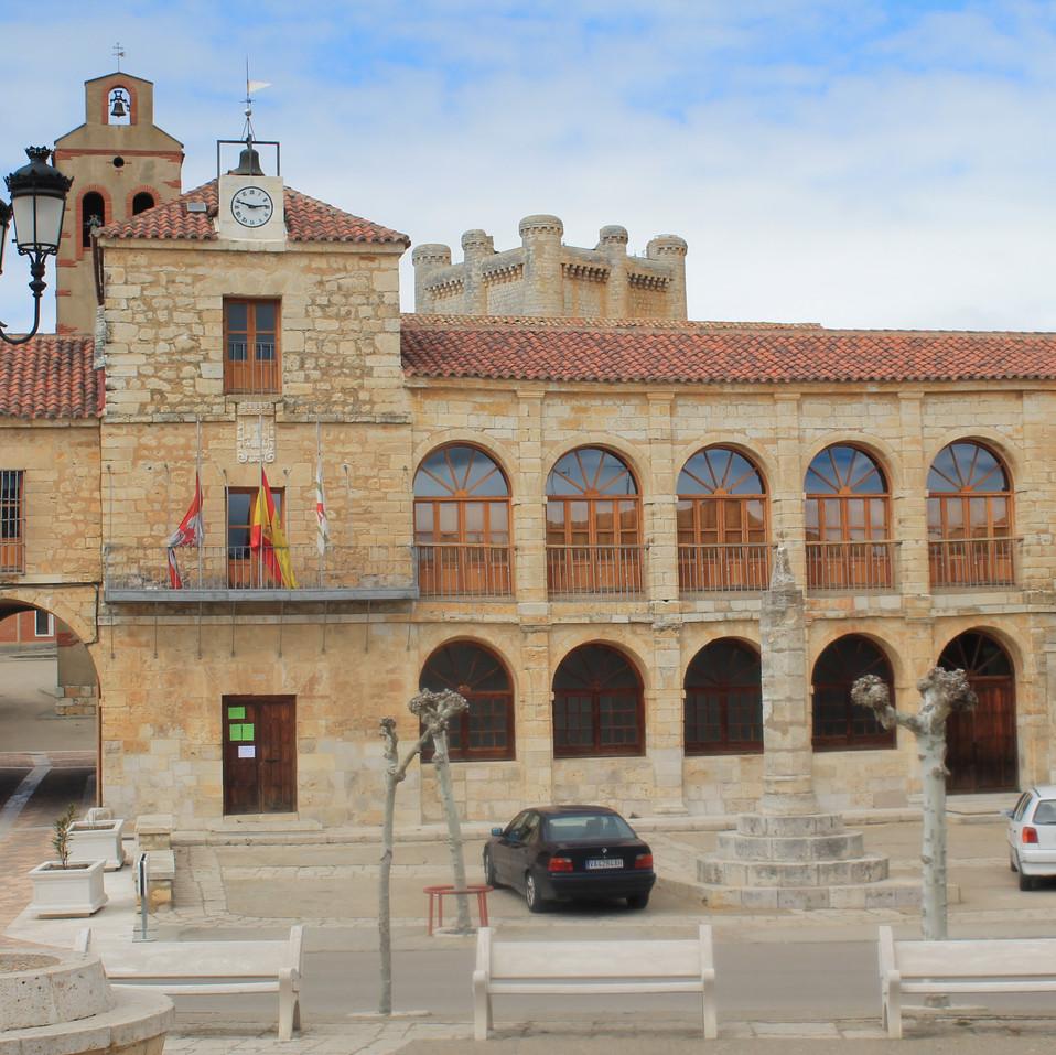 El_Ayuntamiento_de_Torrelobatón,_del_sig