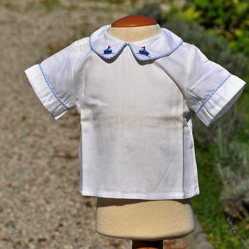 Weißes Hemd mit blauen Schiffchen- kurzarm