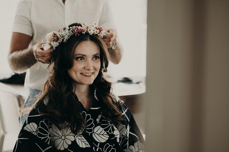 24_XT3F8036_weddingdetail_bride,_getting