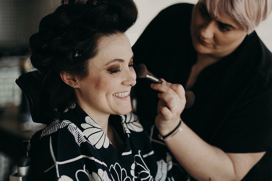 10_XT3F7711_makeup_gettingready_bride,_w