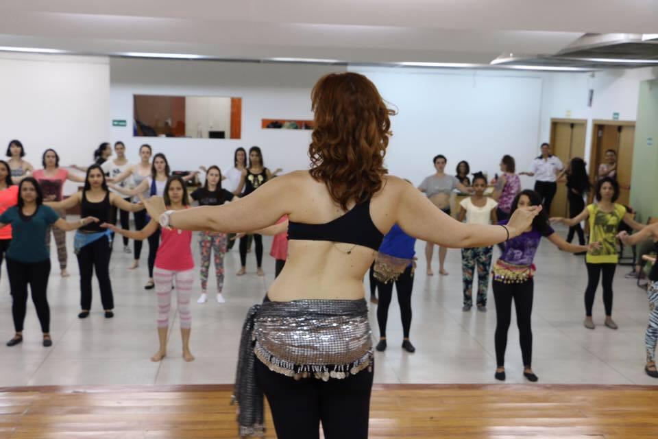 Aula de dança do ventre em São Paulo.