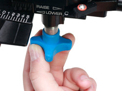 HAND ON REAR ADJUSTMENT KNOB ONLY S(1)