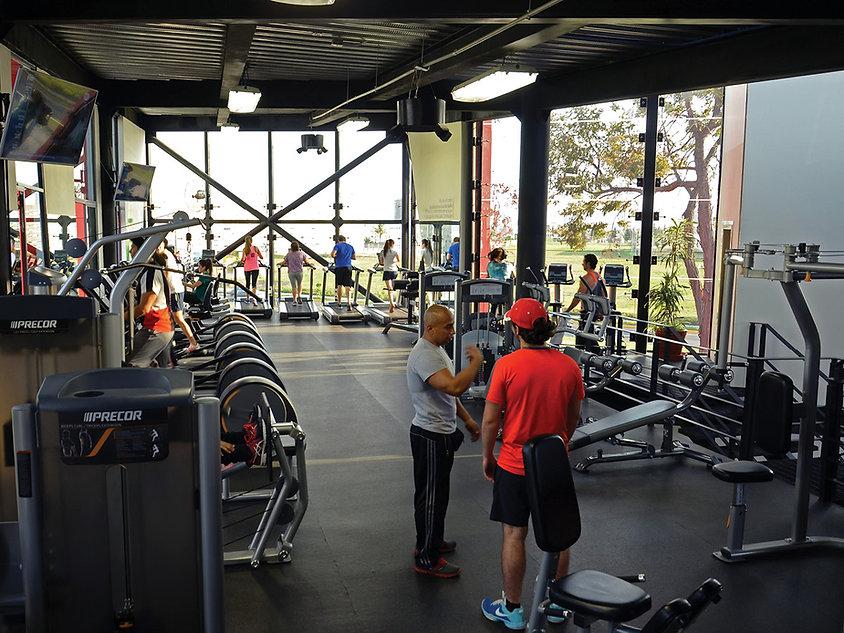 Interior de gimnasio Ibero