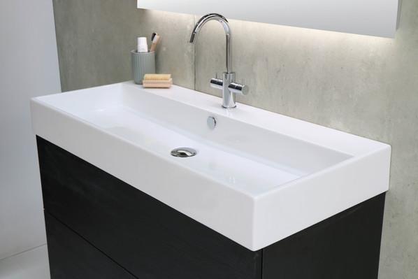 Unlimited vask højglans hvid - push open møbel sort eg