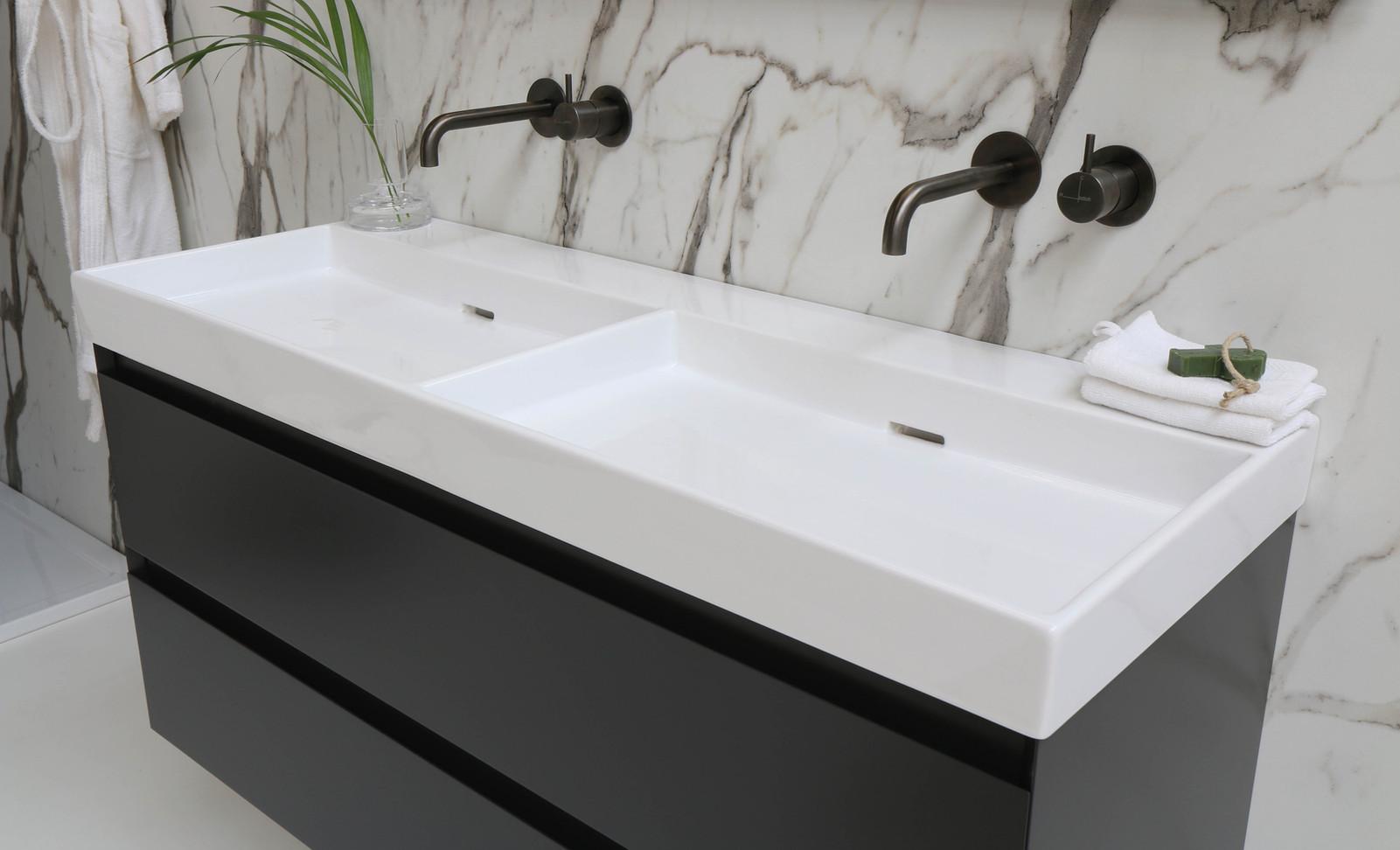 Urban vask højglans hvid - møbel mat antracit