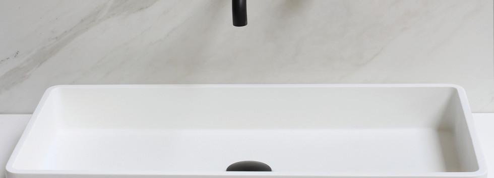 Fuori bordmonteret håndvask med møbel i mat hvid