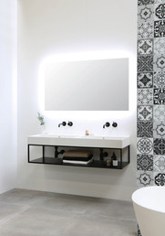 Unlimited blank hvid - Ferro ramme med stålhylde