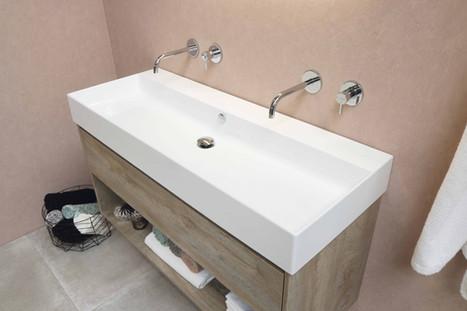 Loft porcelænsvask med møbel i rå eg