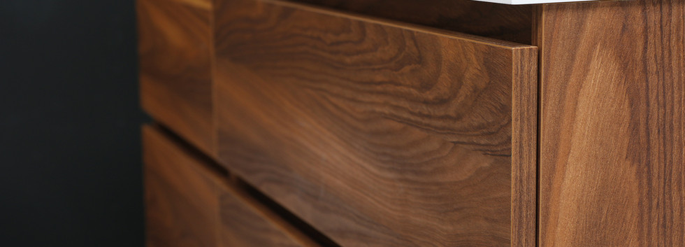 Fuori håndvask + møbel i nøddetræ