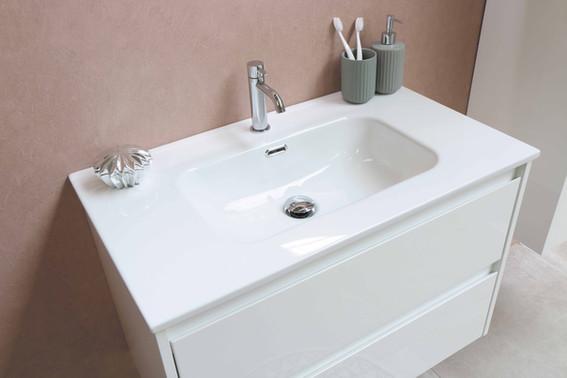 Elegant porcelænsvask 100 cm med møbel i hvid højglans