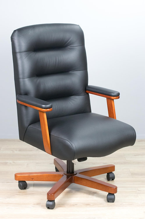 Flyback Style Executive Chair with Timber Base
