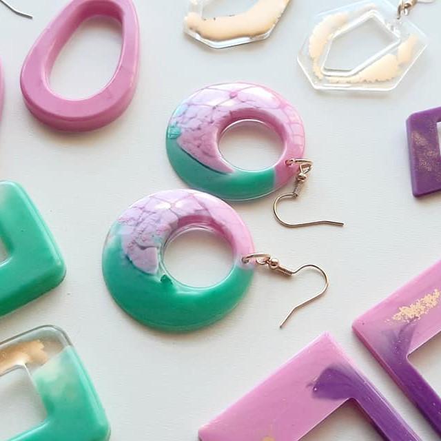SPRINGFIELD - Learn to make resin earrings!