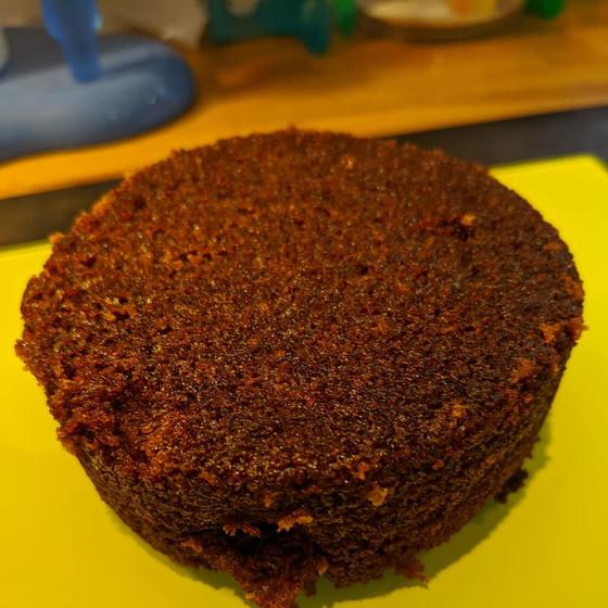 vegan ginger, nutmeg & treacle cake