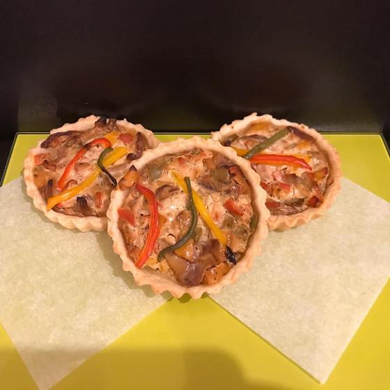 mixed pepper vheese tart