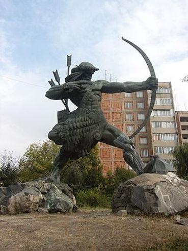 330px-Hayk_statue.jfif