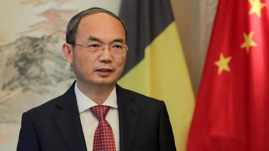 曹忠明大使在《外交世界》中比建交50周年专刊发表署名文章