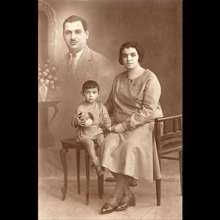 1930 Vafiadis Family - Nicolas Andriomenos & Fils.