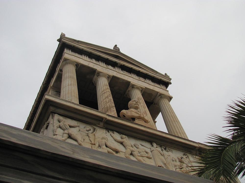 2mi3 Tomb of Heinrich Schliemann Athens - Front-