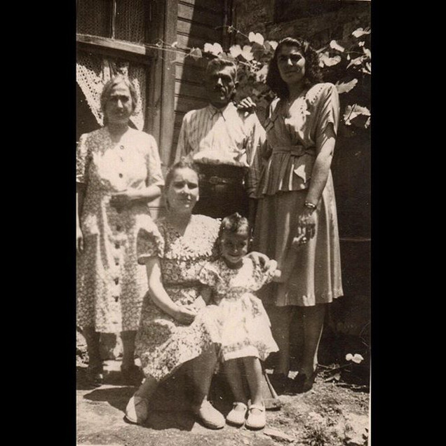 1940s A family visit