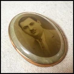 1960s Brooch in memory of Hurmuzios