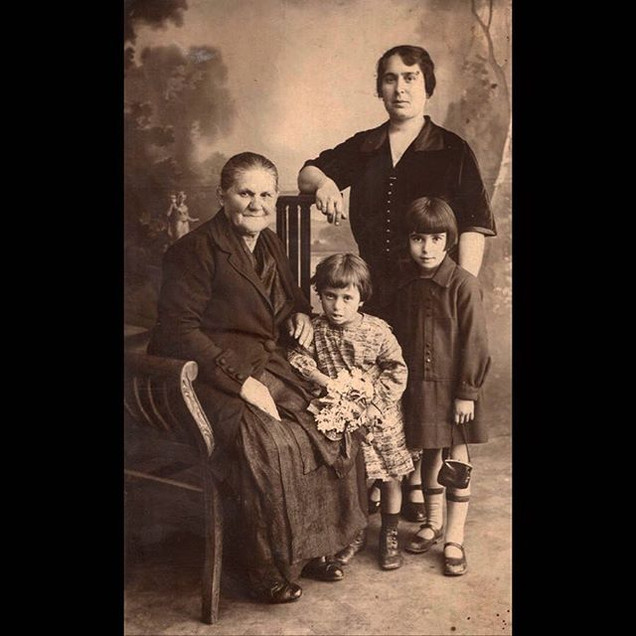 1920s Sofia & Theodora with their parents