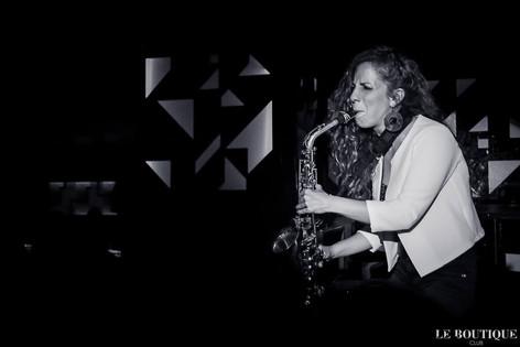Nasha Sak | Saxo en directo | Mujer Saxofonista | Discoteca