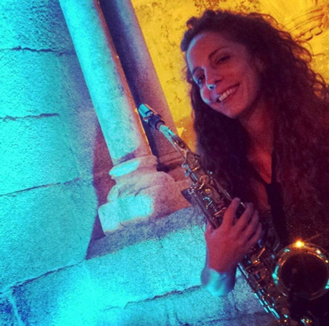 Nasha Sak | Saxofonista Mujer Boda en Galicia