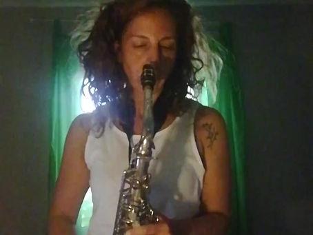 Practicing sax at home | Tocando el saxo en casa