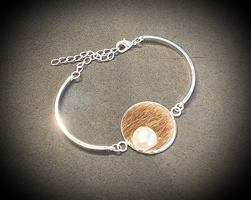 Cowhide and pearl silver bracelet