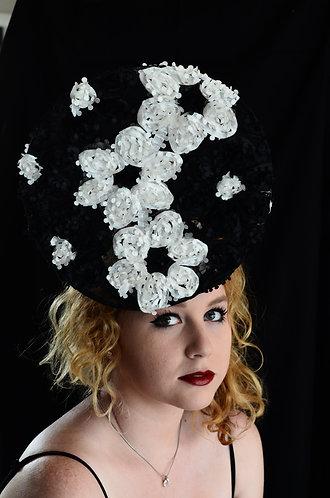 black and white ribbon percher fascinator derby day de lew