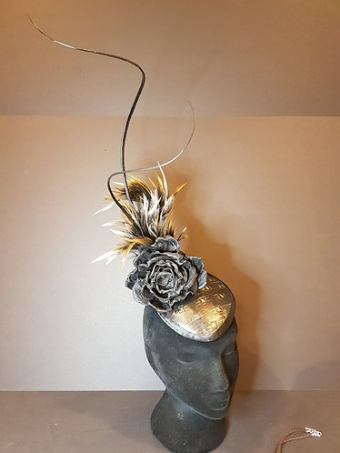 black and gold fascinator millinery spring racing carnival