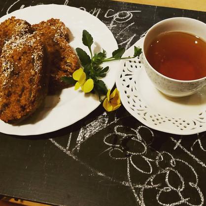 Frühstück - Tee und Donut