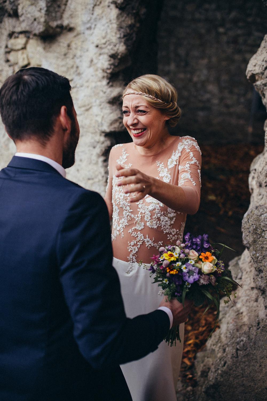 Braut sieht Bräutigam